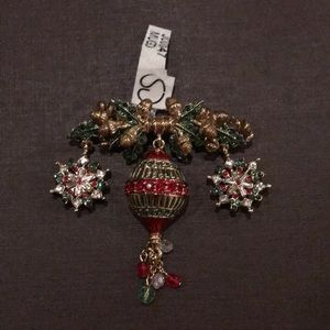 🎄St John Holiday Brooch NWT